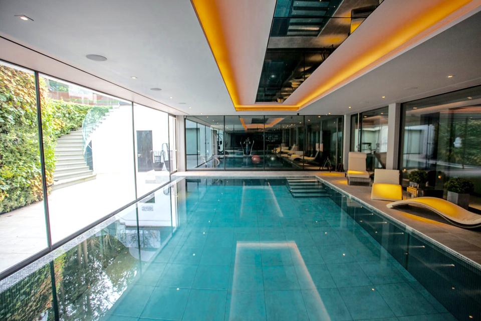 Swimming pool floor gurus floor Draining a swimming pool may be a bad idea